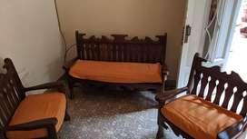 Vendo juego tres de sillones de algarrobo en perfecto  estado