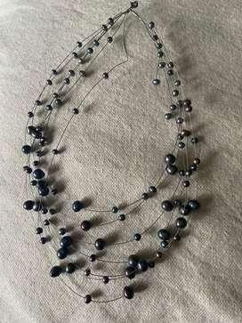 Collar de perlas y plata