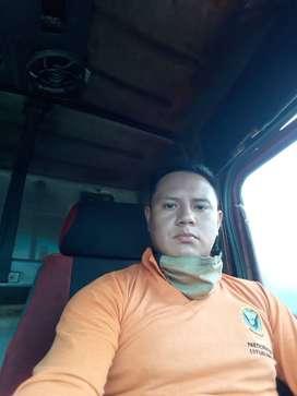 Busco trabajo soy Chofer profecional con experiencia en  camiones con licencia tipo c