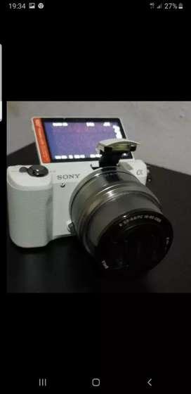 Sony Alpha A5000 Blanca Cámara Fotográfica 16-50mm Aps-c $1.500.000