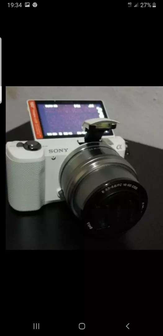 Sony Alpha A5000 Blanca Cámara Fotográfica 16-50mm Aps-c $1.000.000 0