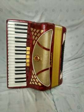 Se vende acordeón marca hohner Lucía 2 de 80 bajos