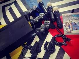 PlayStation 3 en perfecto estado con 3 controles una película negociables