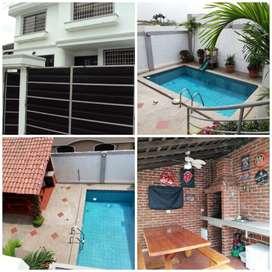 Casa de venta Ceibos Norte, con piscina, Urbanización Cerrada.