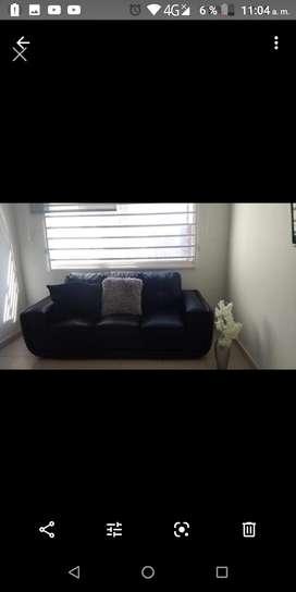 Vendo sofa negro de cuerina 3 puestos
