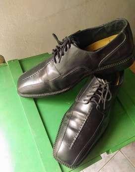 Zapatos de cuero .hombre
