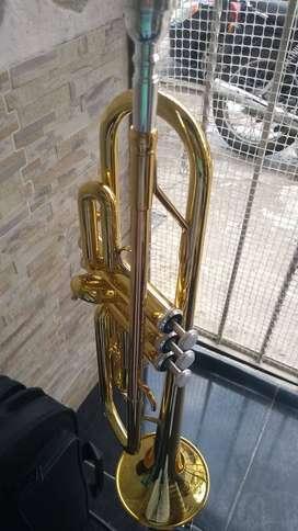 Trompeta Yamaha Ytr2330 dorada con estuche y boquilla 11B4 nueva