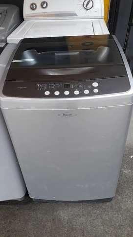 Lavadora digital Haceb con capacidad de 26 libras