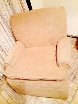 Vendo 2 sillones en pana muy comodos en excelente estado los dos .