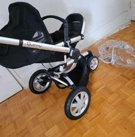 Coche para niños giratorio 360º El asiento es regulable en altura ypermite distintas posiciones,