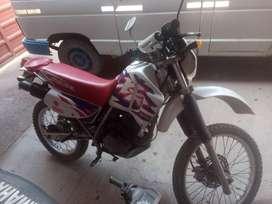 Vendo HONDA XR 200 r