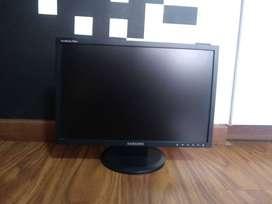 Monitor Samsung 19 pulgadas Syncmaster 941 BW usado