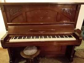 Piano vertical aleman antiguo