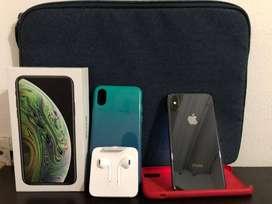 Se vende iPhone Xs (negro) de 64GB perfecto estado con todos los accesorios y libre