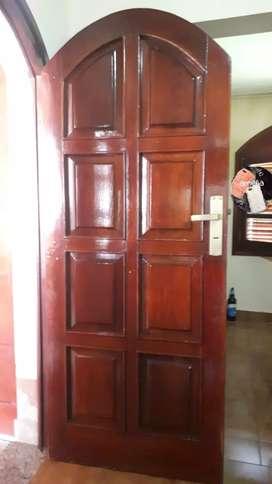 Vendo puerta tablero de cedro de 2m X 0.80m