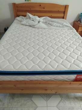 Se vende colchón y cama de 140