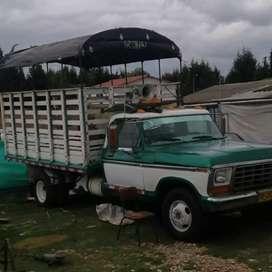Se vende ford 79 todo al día llantas delanteras nuevas gas nuevo solo efectivo