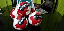 Vendo 5 pelotas de handball bondier nuevas .