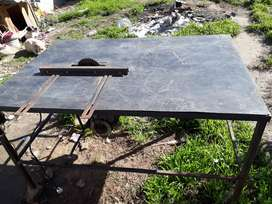 Vendo cierra para madera con bace de hierro
