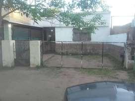 Casa con amplio terreno en zona norte de Rosario. NO ES FISCAL.