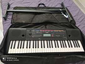 Piano Yamaha e-263