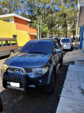 Hermoso pick up Mitsubishi L200 Sportero