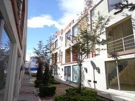 Vendo bonita casa nueva a estrenar en Carapungo cerca al Portal Shopping