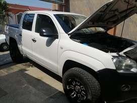 Camioneta amarok diésel 2013 en excelente condiciones  se la vende en 17.500 negociable