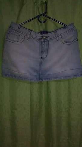 Mini de Jeans Talle (L) se retira por San Telmo