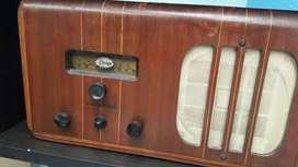 Radio antiguo en madera   de 10 esta en 8 muy original  mide aproximadamente  60 cms en Bogota  kenedy