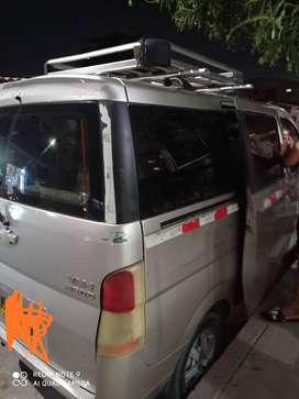 Vendo camioneta vans Chevrolet 2011 particular, 7 pasajeros con todo los papeles al día lista para traspaso