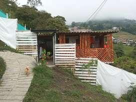 Casa campestre de dos pisos