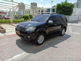 Toyota Fortuner 2011 85 mil km automática, excelentes condiciones