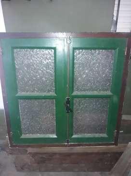 Puerta tres hojas más ventana con reja excelente oportunidad