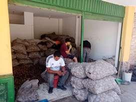 Ganga casa comercial q genera más del uno% de renta.