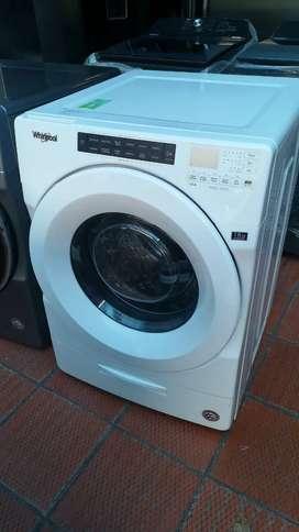 Lavadora secadora marca whirlpool 38 libras nueva de exhibición
