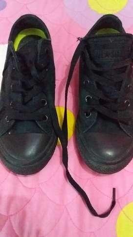 Vendo Zapatos Converse de Niña .