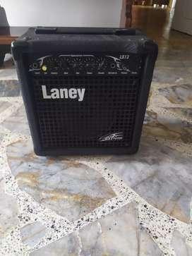 Amplificador Laney LX12 para guitarra.