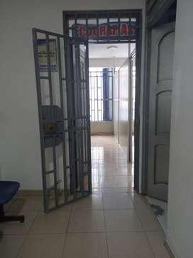 Se alquila consultorio médico en 2do piso vista a la calle. En zona céntrica Chiclayo (Cuadra 4 de Luis Gonzales).