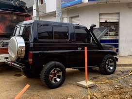 Vendo o Permuto Hermosa Toyota Macho Land Cruiser