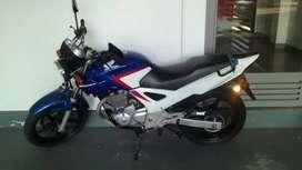 Honda Twister azul y blanco