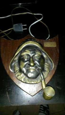 artesania en bronce y madera