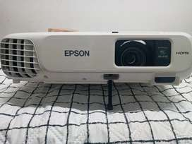 Se vende. Proyector epson.power lite ×24+.3500.lamus
