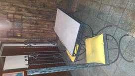 Mesa y sillas de jardin de hierro forjado y marmol de carrara pintura envejecida reto