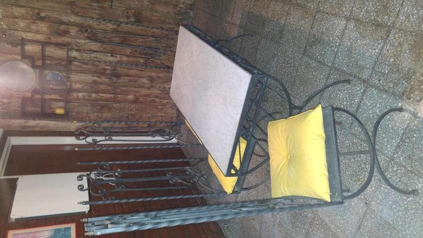 Mesa y sillas de jardin de hierro forjado y marmol de carrara pintura envejecida reto 0