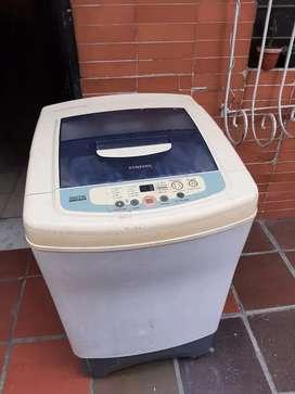 Se vende lavadora samsung 18 lb
