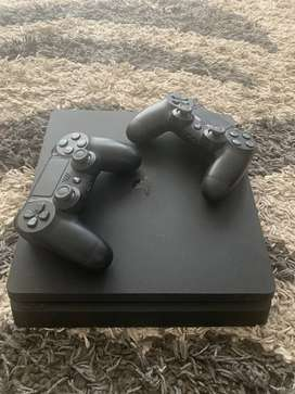 Play Station 4 - 1TB - 2 controles