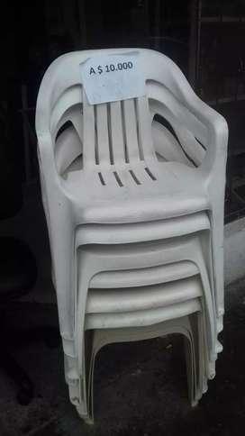 Se vende sillas plasticas