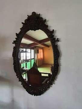 Espejo con marco de bronce