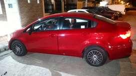 Vendo vehículo Kia Rio R